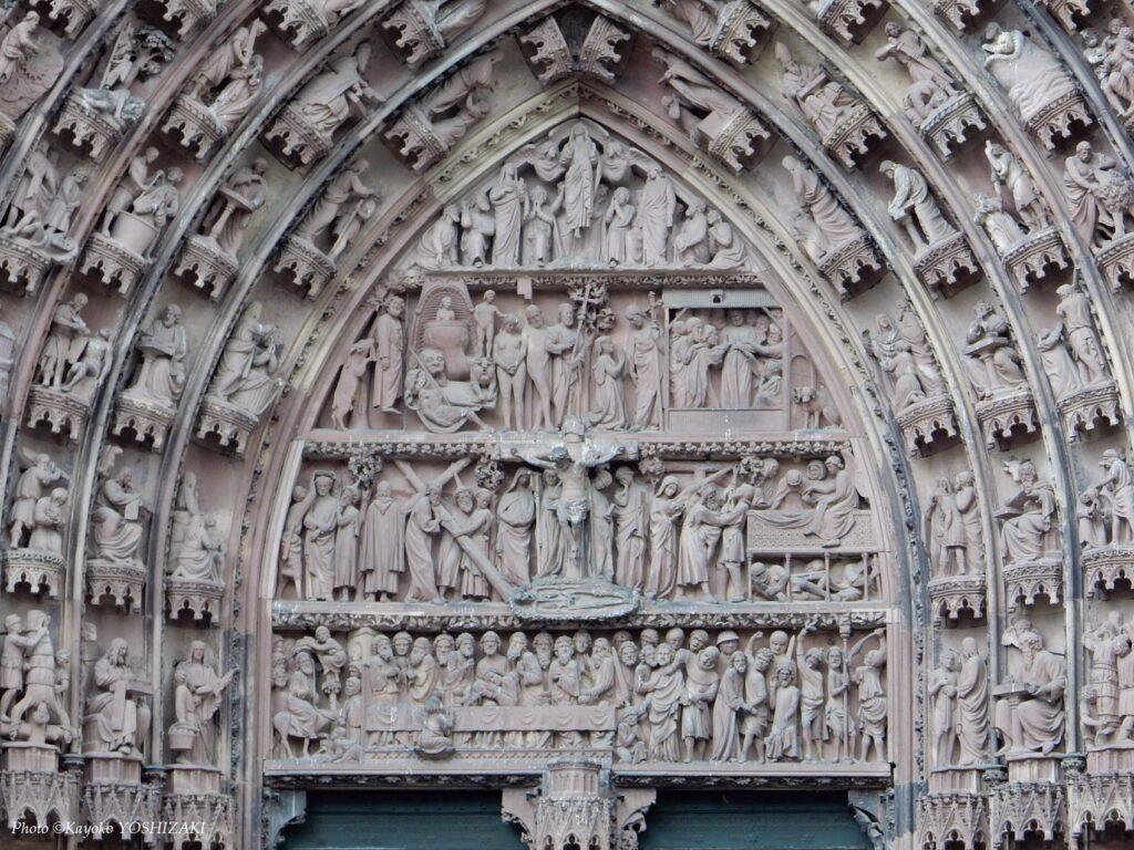 ストラスブール大聖堂の正面中央のティンパヌム