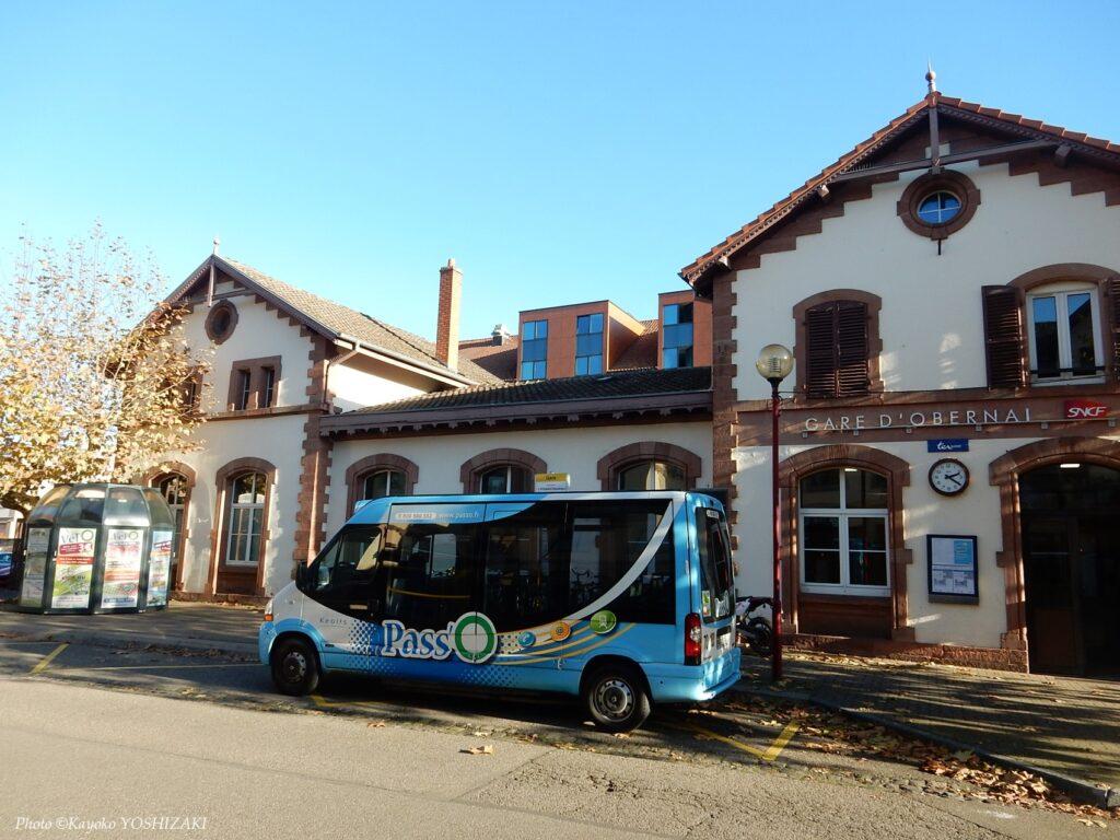 Gare d'Oberenai et un bus d'Obernai